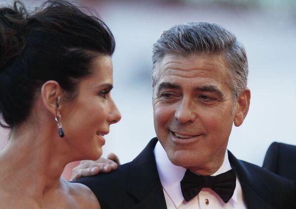 Сандра Буллок и Джордж Клуни на показе фильма Гравитация, где он астронавт Мэтт Ковальски, на 70-м Венецианском кинофестивале в 2013 году. - Sputnik Беларусь