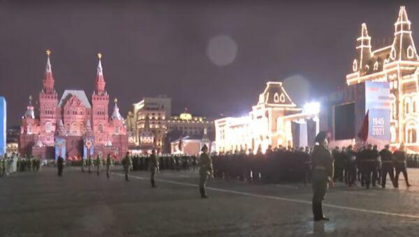 На Красной площади проходят ночные репетиции военного парада - видео - Sputnik Беларусь