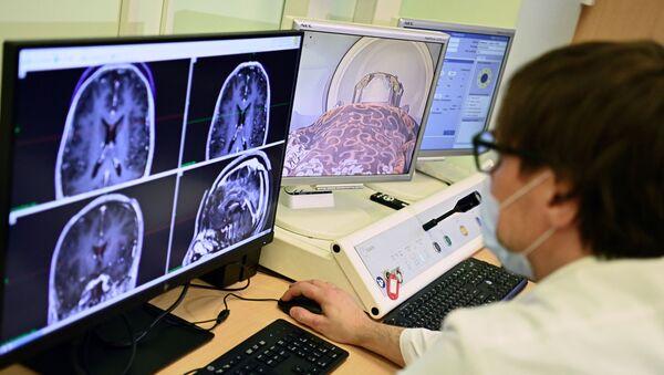 Лечение опухолей на обновленном гамма-ноже в НИИ имени Склифосовского - Sputnik Беларусь