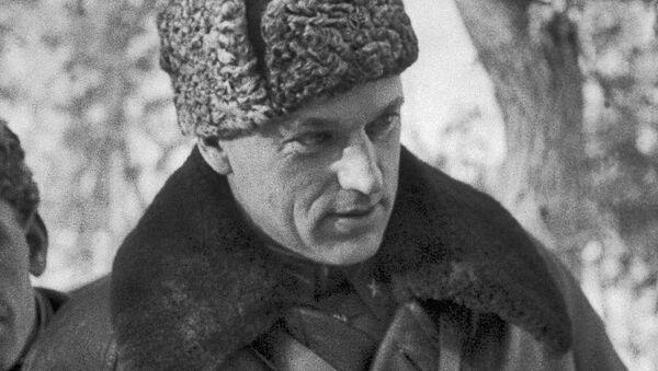 Генерал-лейтэнант Канстанцін Ракасоўскі на камандным пункце 16-й арміі, снежань 1941 года - Sputnik Беларусь