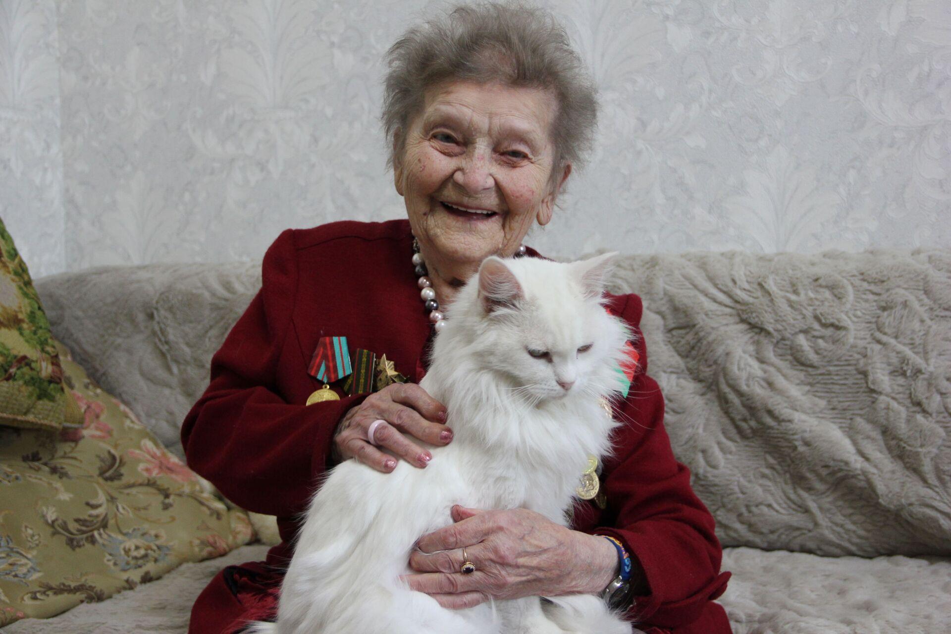 Елизавета Семеновна до сих пор сохраняет задорный блеск в глазах - Sputnik Беларусь, 1920, 29.06.2021