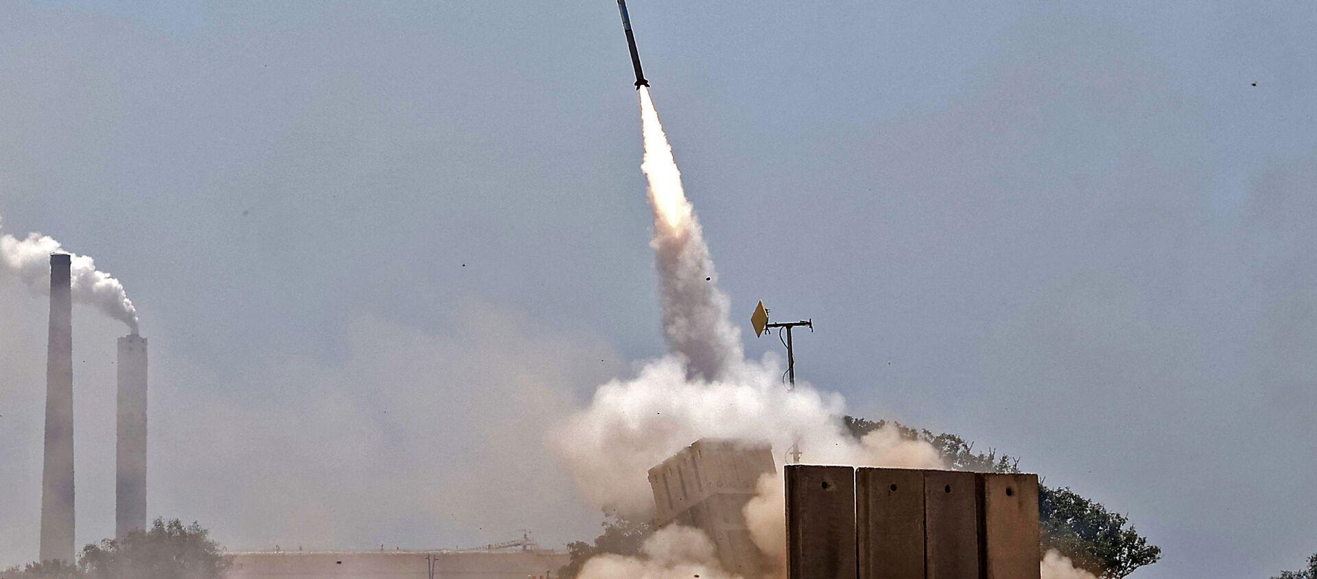Израильская система противовоздушной обороны Железный купол перехватывает ракеты, запущенные из сектора Газа - Sputnik Беларусь, 1920, 13.05.2021