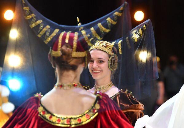 Лебядзінае возера Пятра Ільіча Чайкоўскага на працягу ўсяго XX стагоддзя быў і па-ранейшаму застаецца самым папулярным балетным спектаклем у свеце, і менавіта з яго многія пачынаюць знаёмства з мастацтвам балета. - Sputnik Беларусь