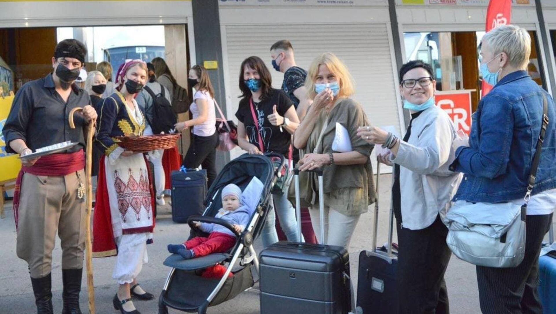 Туристов встречают в аэропорту Греции - Sputnik Беларусь, 1920, 16.05.2021