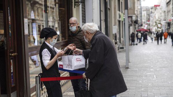 Туристы вынуждены продлить пребывание в Турции в связи с коронавирусом - Sputnik Беларусь