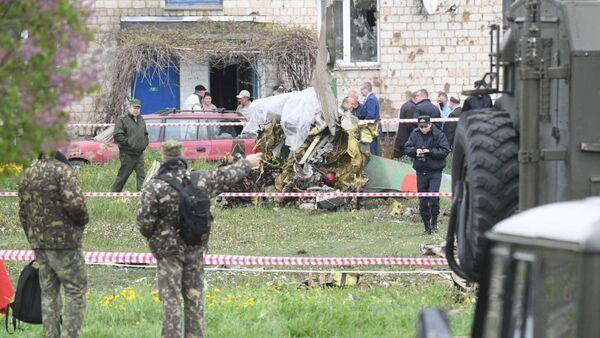 Часть самолета упала возле подъезда жилого дома - Sputnik Беларусь