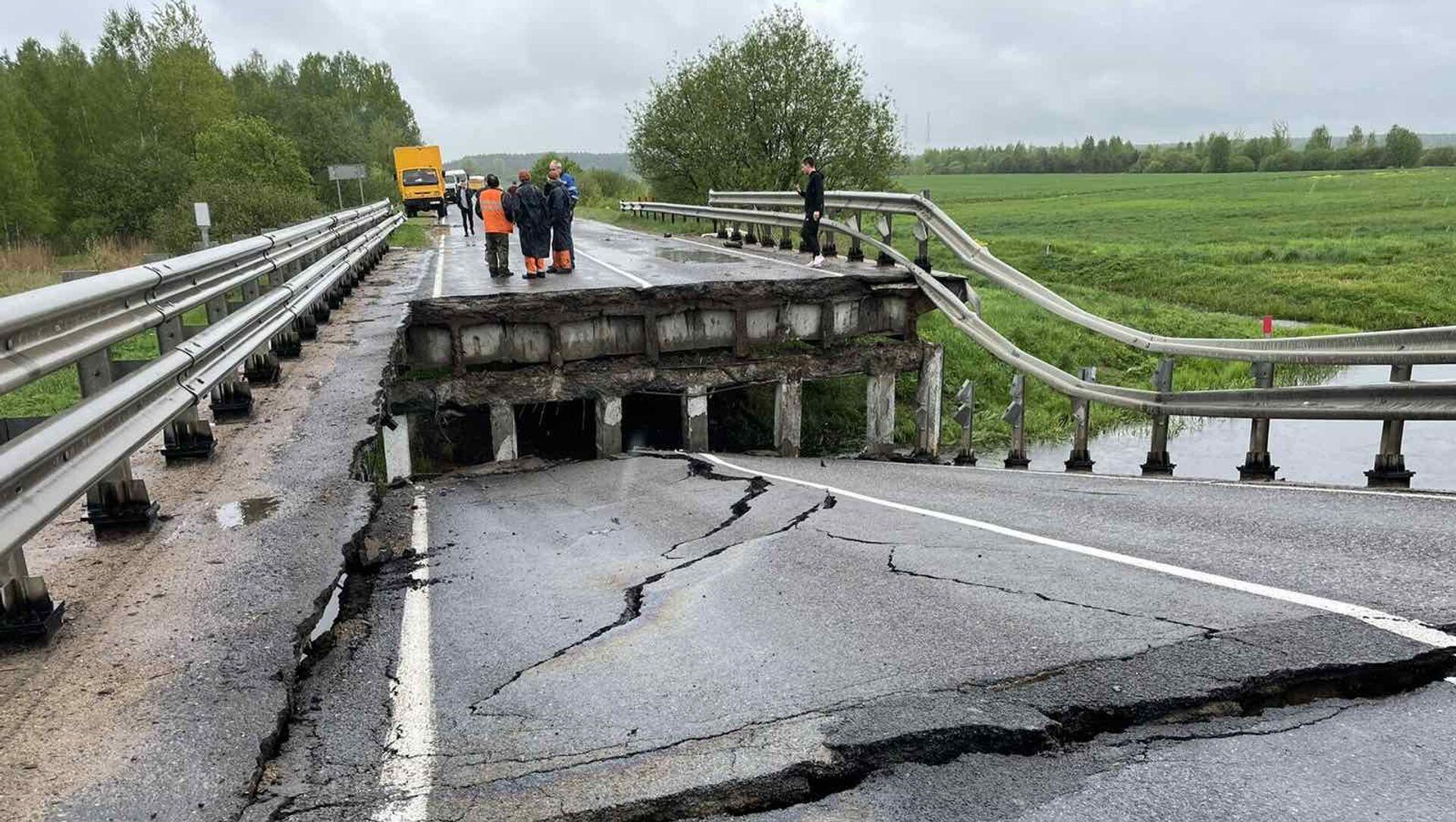 У Барысаўскім раёне абрынуўся аўтамабільны мост - фота - Sputnik Беларусь, 1920, 20.05.2021