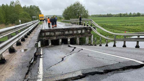 У Барысаўскім раёне абрынуўся аўтамабільны мост - фота - Sputnik Беларусь