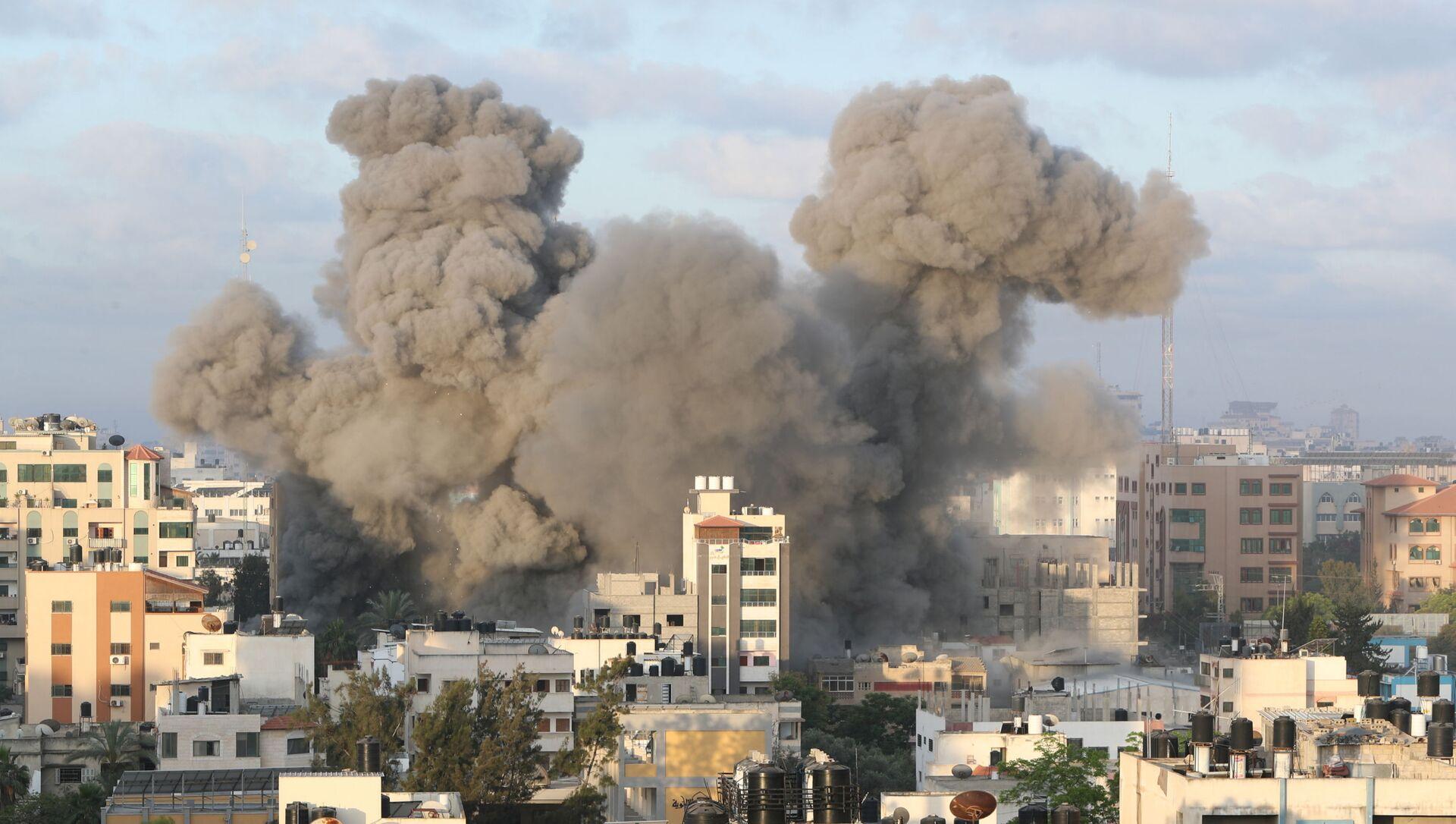 Взрыв в Газе после удара израильских ВВС - Sputnik Беларусь, 1920, 20.05.2021