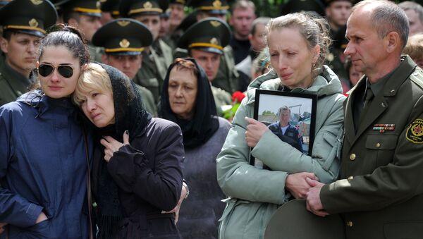 Церемония прощания прошла на территории войсковой части, в которой служили Андрей Ничипорчик и Никита Куконенко - Sputnik Беларусь