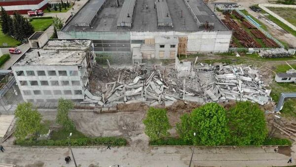 Спасатели взорвали здание завода Легмаш в Орше - Sputnik Беларусь