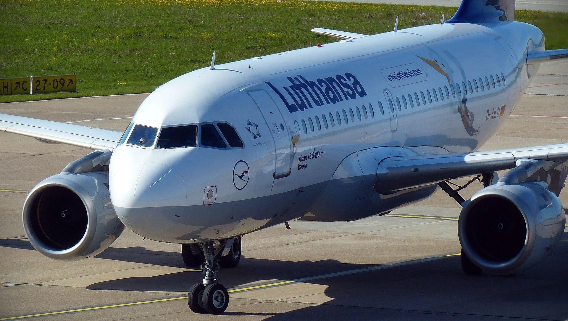 Самолет компании Lufthansa , архивное фото - Sputnik Беларусь, 1920, 24.05.2021