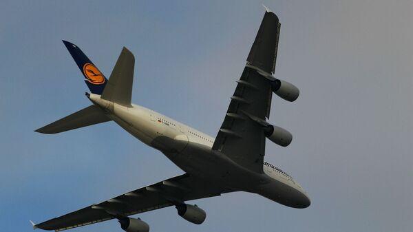 Самолет авиакомпании Lufthansa, архивное фото  - Sputnik Беларусь