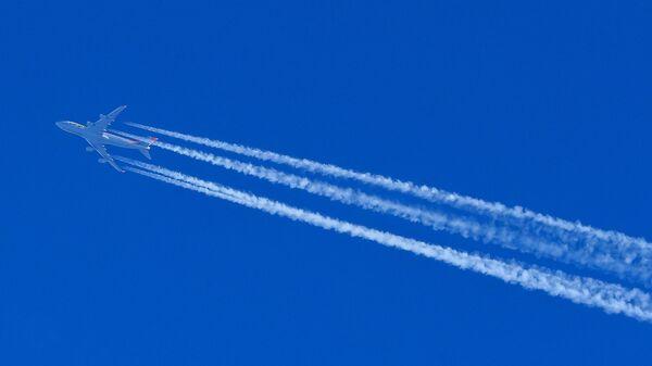 Самолет Boeing 747-467 в небе - Sputnik Беларусь