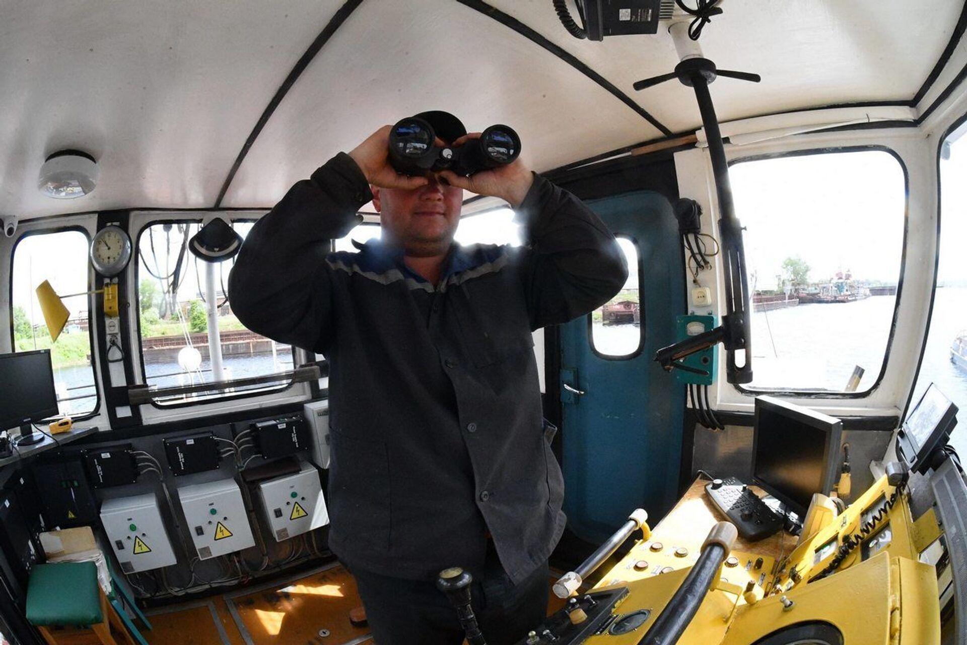 Командир судна Сергей Зайцев отмечает, что теперь на судне есть все условия для работы - Sputnik Беларусь, 1920, 29.06.2021