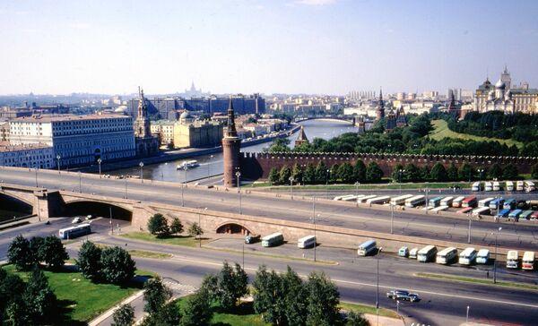 Вид на центр Москвы с Москвой-рекой и Кремлевской стеной, 1972 год. - Sputnik Беларусь