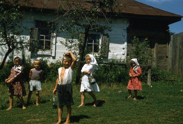 Дети в деревне, 1958 год. - Sputnik Беларусь