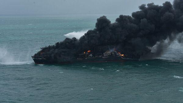 Пожар на контейнеровозе возле Шри-Ланки - Sputnik Беларусь