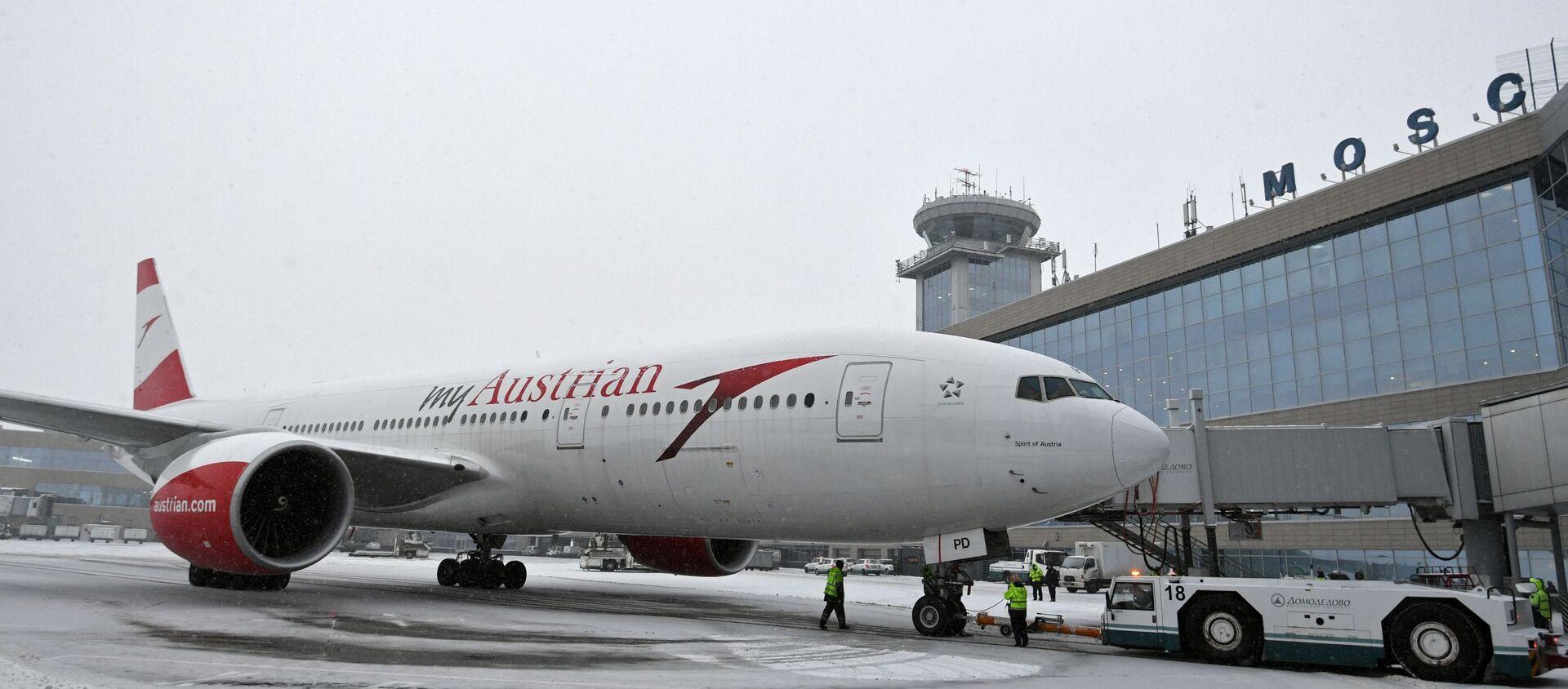 Самолет Boeing 777-200 авиакомпании Austrian Airlines в московском аэропорту Домодедово. - Sputnik Беларусь, 1920, 29.05.2021