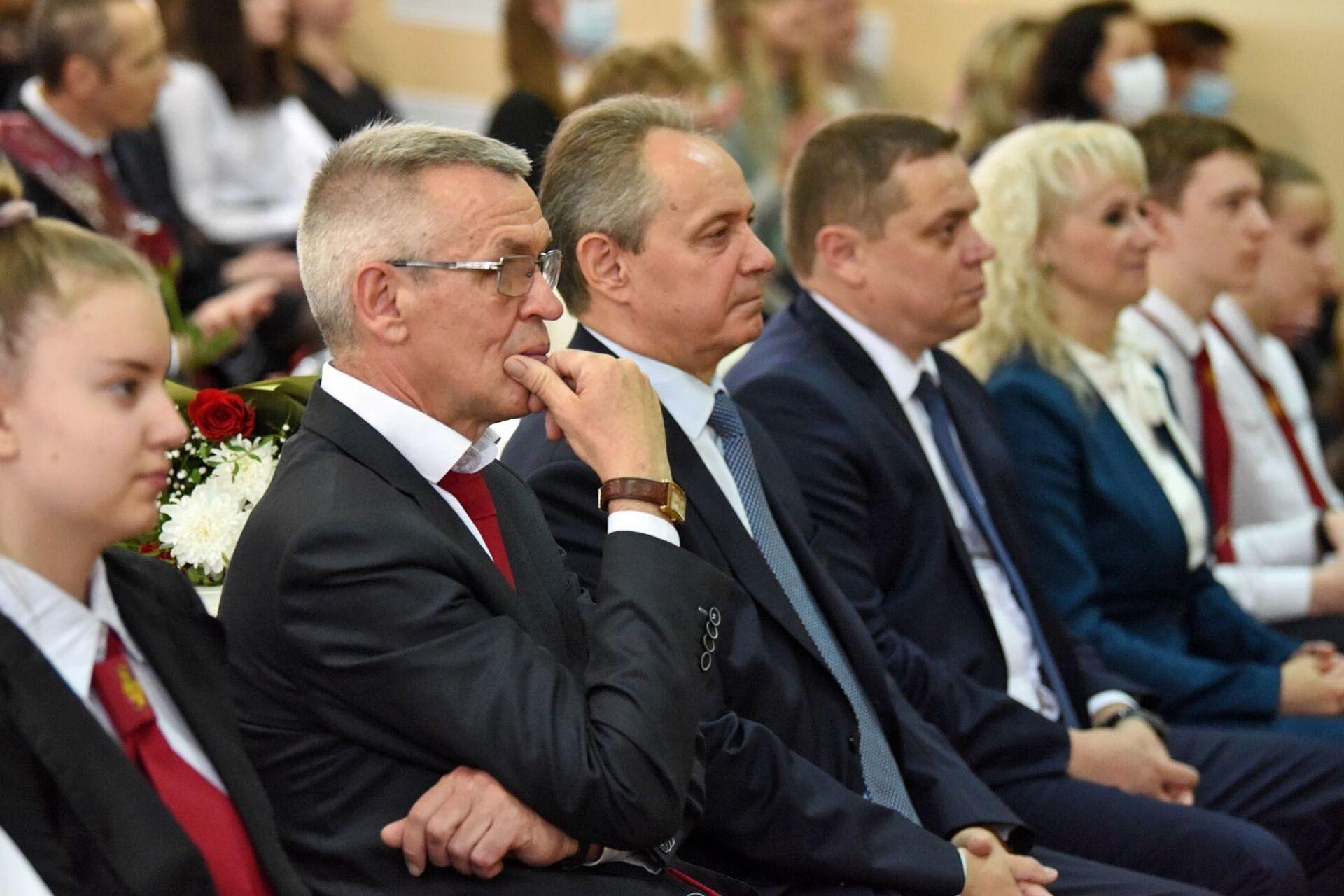 Почетные гости на последнем звонке в гимназии №51 Гомеля - Sputnik Беларусь, 1920, 29.06.2021