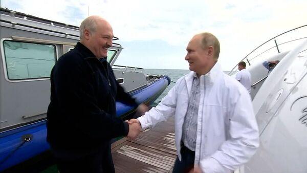 Лукашэнка і Пуцін пакаталіся на яхце – відэа - Sputnik Беларусь