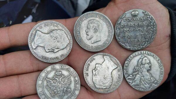 Фальшивые монеты - Sputnik Беларусь
