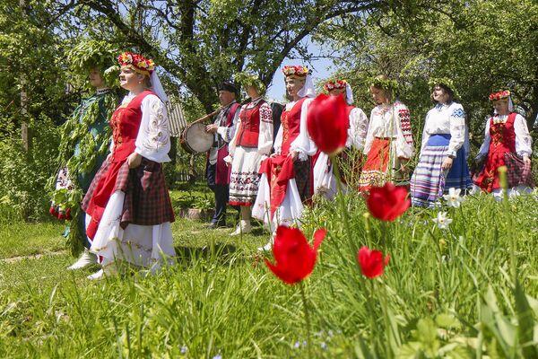 Сёмуху яшчэ называлі Зяленымі святкамі.  - Sputnik Беларусь