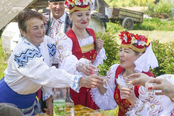Пасля правядзення абраду пачалася канцэртная праграма і народныя танцы. - Sputnik Беларусь