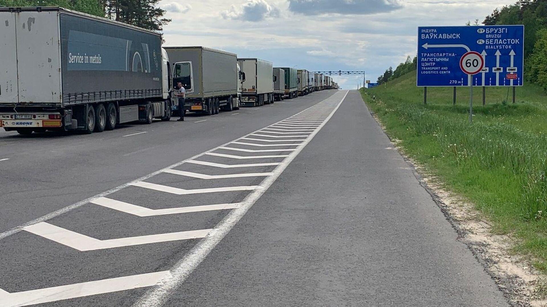 На границе в пункте пропуска Брузги очередей из легковых машин нет - запрет на выезд из страны никто не отменял - Sputnik Беларусь, 1920, 07.10.2021