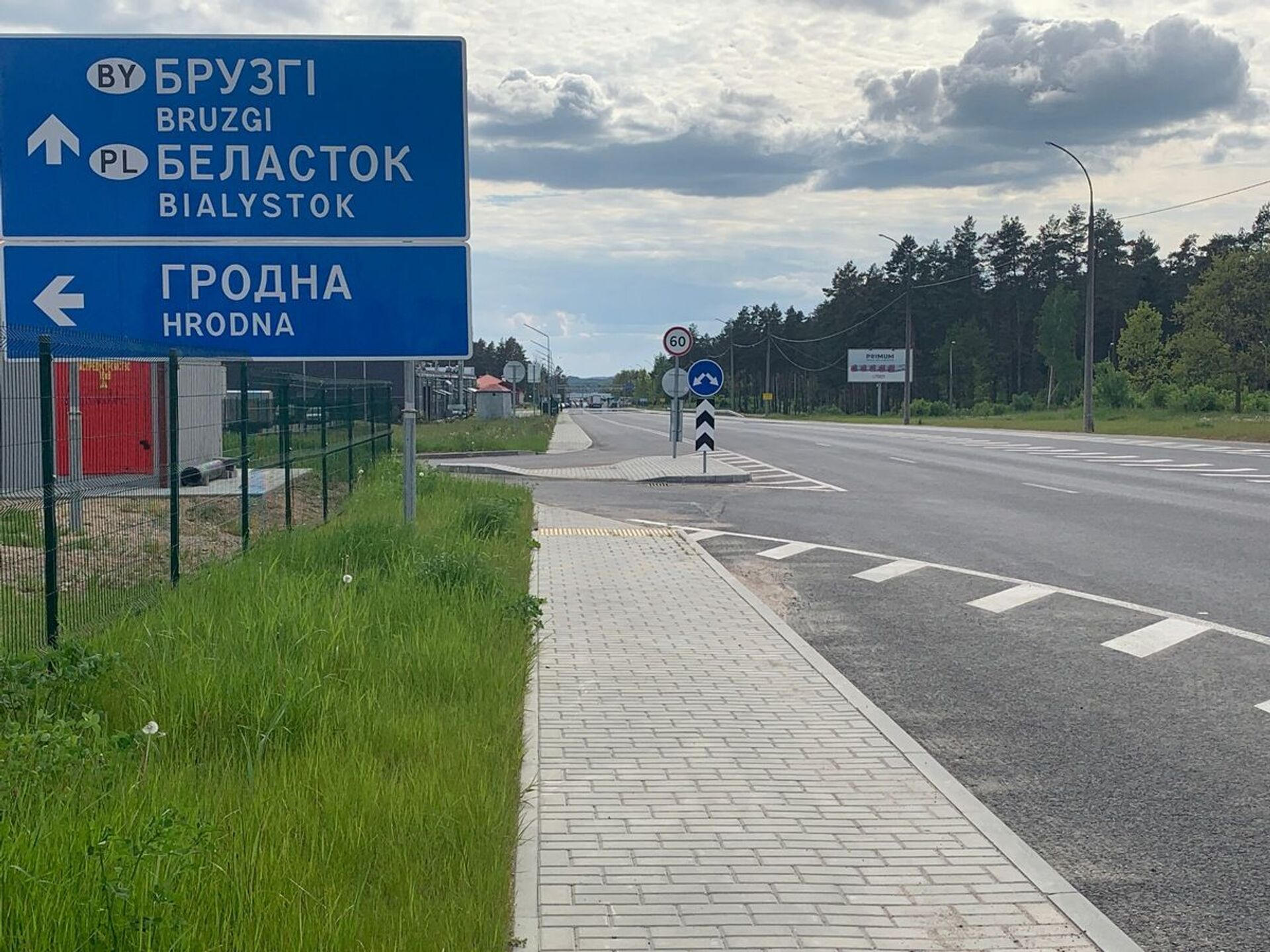 Через границу ездит все так же мало людей - в основном это водители грузовиков - Sputnik Беларусь, 1920, 29.06.2021