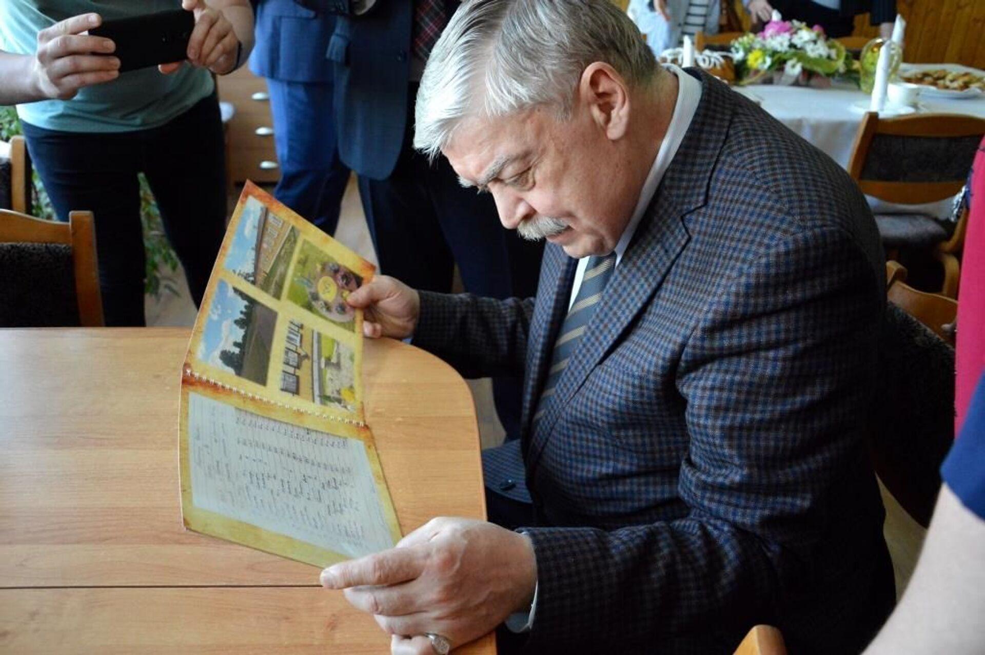Посол признался, что воспоминания об этой школе у него фрагментарные - Sputnik Беларусь, 1920, 29.06.2021