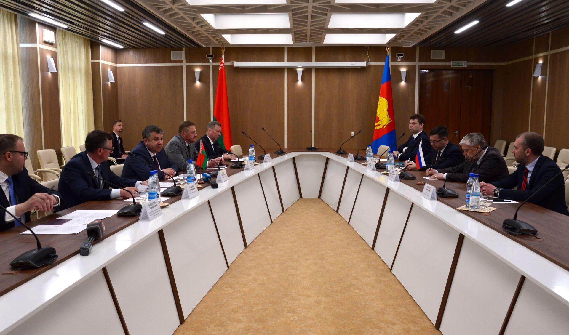 В Брестском облисполкоме прошли переговоры с российской делегацией о двустороннем сотрудничестве - Sputnik Беларусь, 1920, 29.06.2021