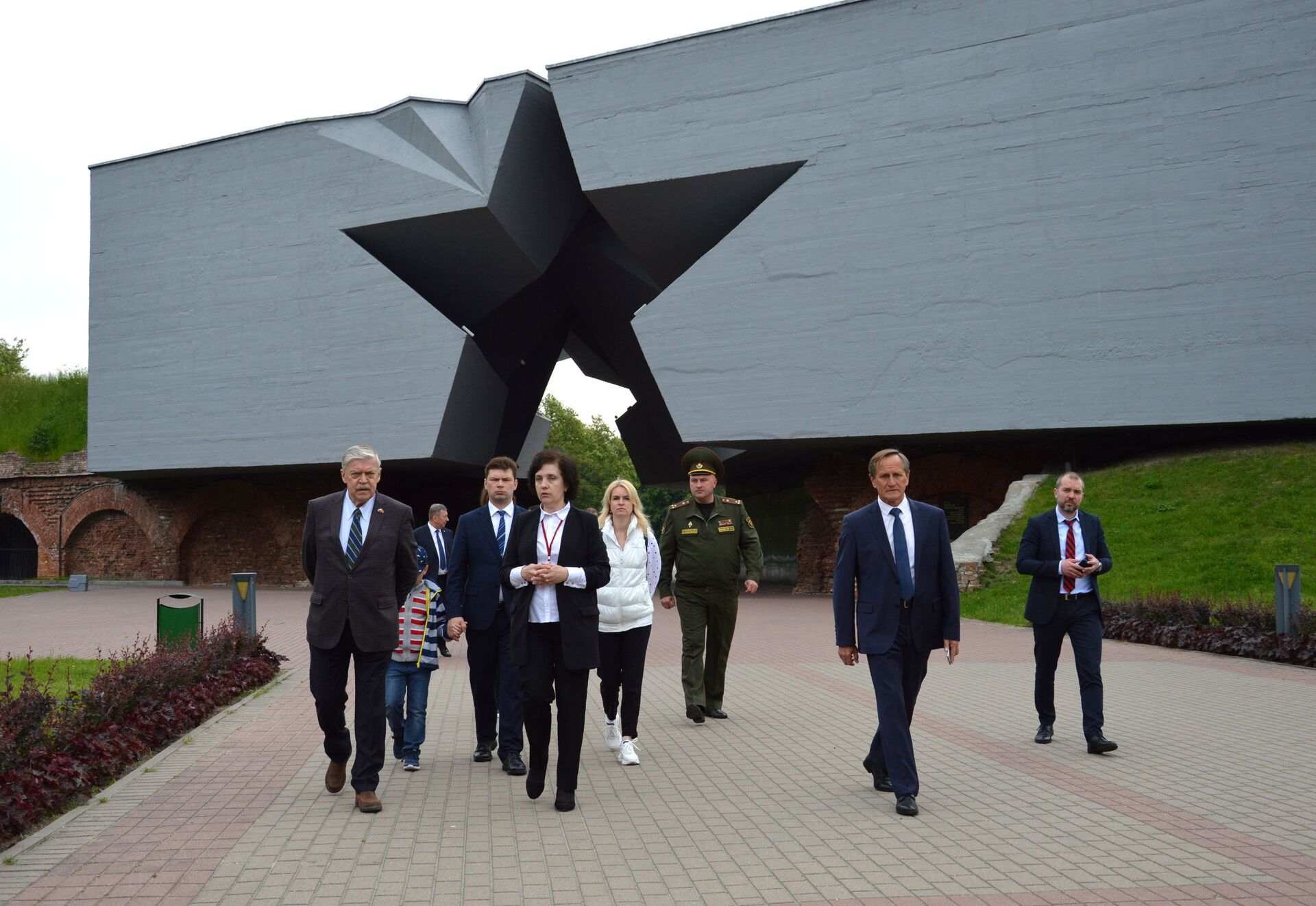 Визит российского дипломата в Брест начался ранним утром с посещения Брестской крепости - Sputnik Беларусь, 1920, 29.06.2021