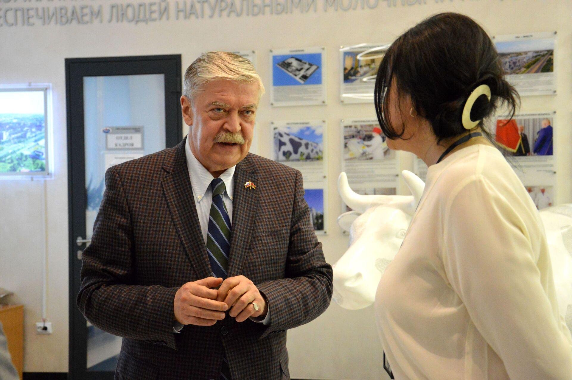 Российскому дипломату рассказали о трехступенчатом контроле качества продукции на предприятии - Sputnik Беларусь, 1920, 29.06.2021