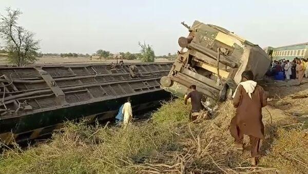 Крушение поезда в Пакистане - Sputnik Беларусь