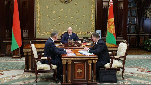 Аляксандр Лукашэнка 8 чэрвеня прыняў намесніка прэм'ер-міністра Юрыя Назарава і старшыню Дзяржкамваенпрама Дзмітрыя Пантуса - Sputnik Беларусь
