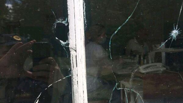 Разбитое стрелком окно - Sputnik Беларусь