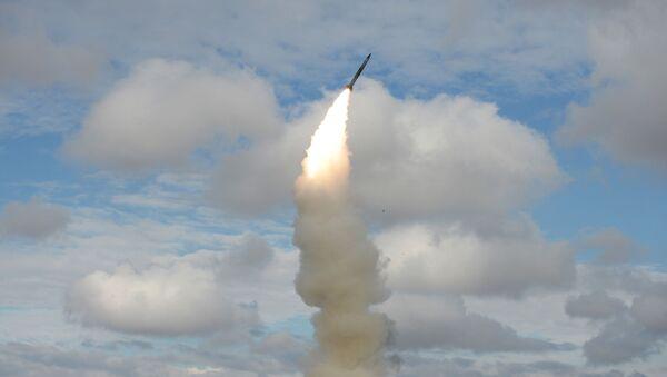 Пуск ракет зенітнымі ракетнымі сістэмамі С-300 - Sputnik Беларусь