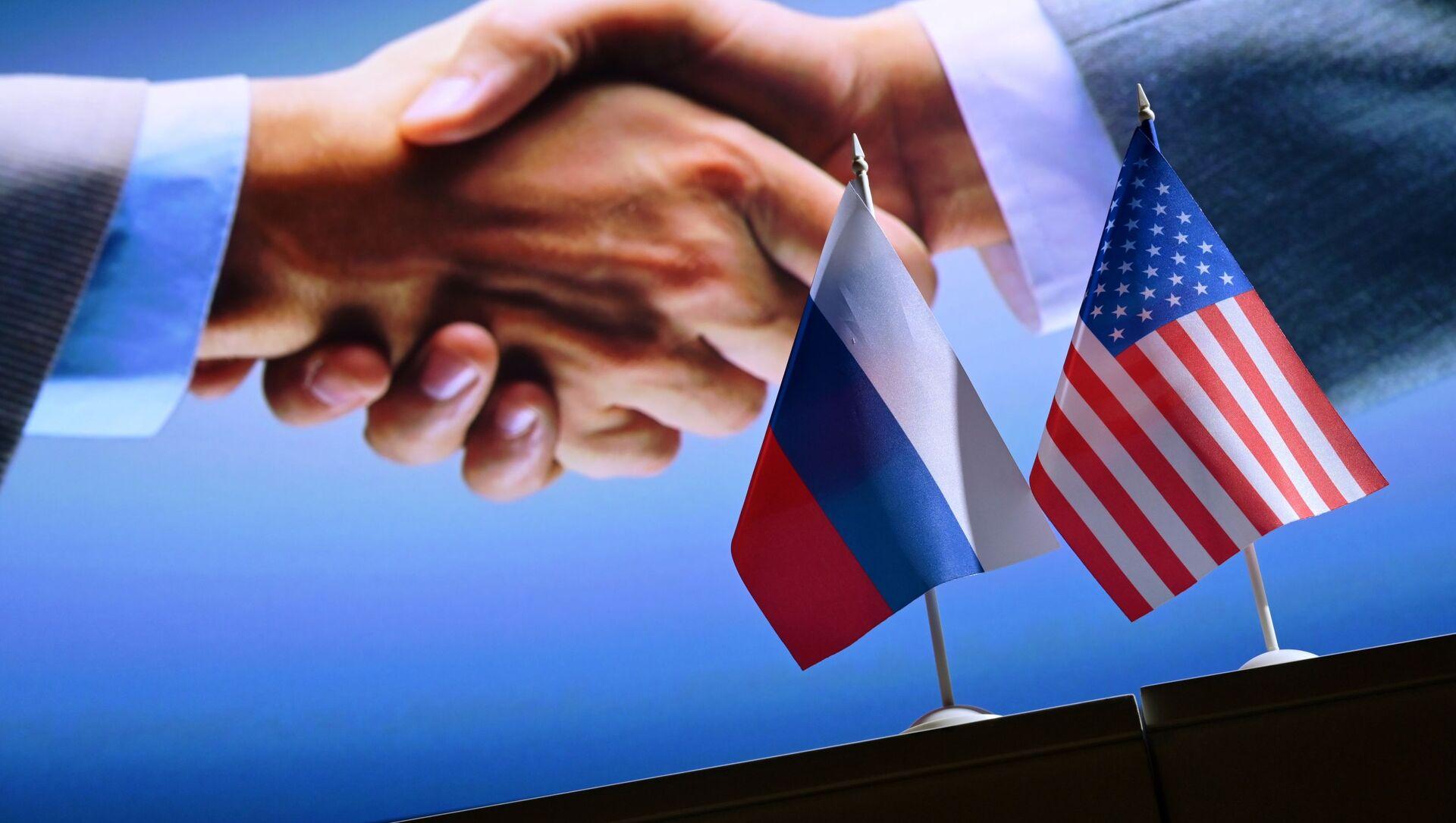 Дзяржаўныя сцягі Расіі і ЗША - Sputnik Беларусь, 1920, 14.06.2021