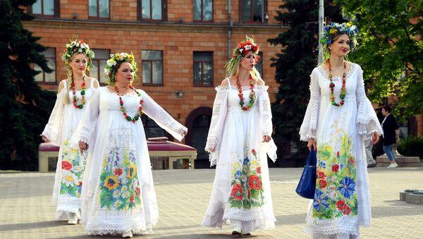Удзельніцы святочнага канцэрта рэпеціруюць перад выхадам на сцэну - Sputnik Беларусь