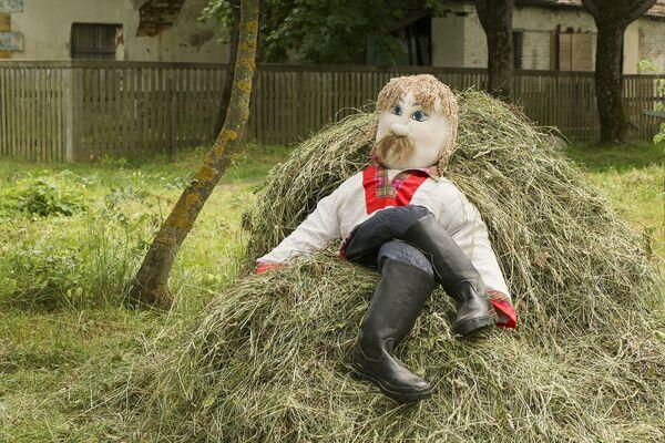 Испокон веков первый сенокос для белорусов был праздничным событием, его ждали с нетерпением.  - Sputnik Беларусь