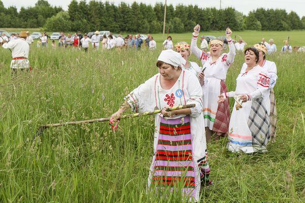 Болельщики поддерживают своих участников. - Sputnik Беларусь