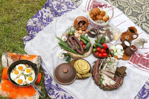 Третий этап соревнований под названием Обед на траве - самый приятный. - Sputnik Беларусь
