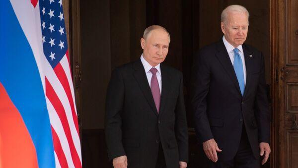 Президент РФ Владимир Путин и президент США Джо Байден во время встречи в Женеве на вилле Ла Гранж - Sputnik Беларусь