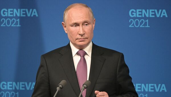 Президент РФ Владимир Путин на пресс-конференции по итогам переговоров с президентом США Джо Байденом в Женеве - Sputnik Беларусь