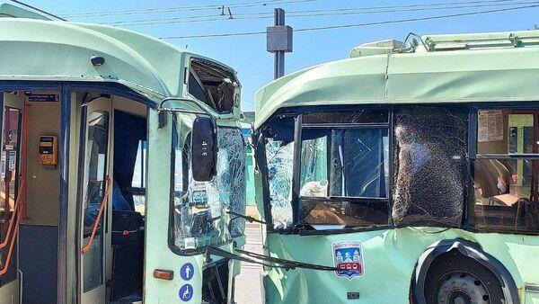 Два троллейбуса столкнулись в Минске - Sputnik Беларусь