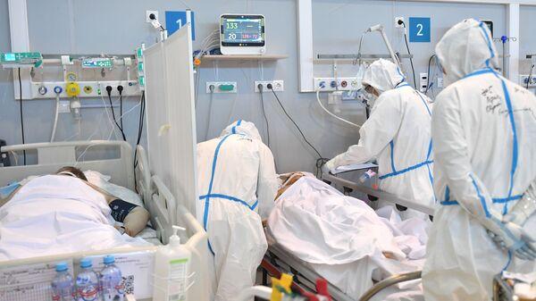 Лечение больных с COVID-19 в резервном госпитале на ВДНХ - Sputnik Беларусь
