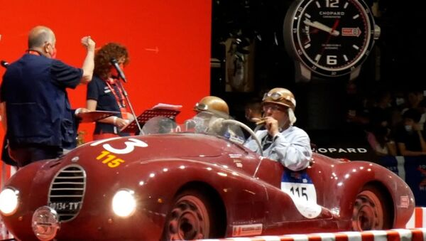 Падарожжа ў часе: рэтрааўтамабілі прыбылі на гонку Mille Miglia - відэа - Sputnik Беларусь