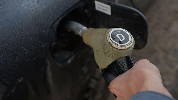 Заправка автомобиля дизельным топливом, архивное фото - Sputnik Беларусь