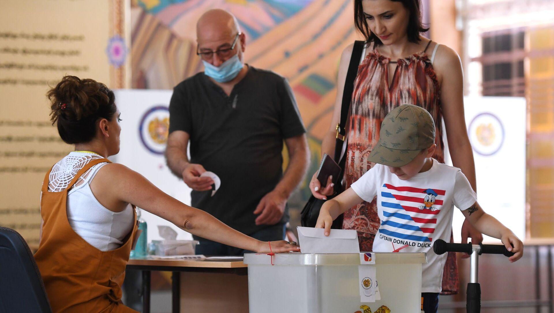Досрочные парламентские выборы в Армении - Sputnik Беларусь, 1920, 20.06.2021